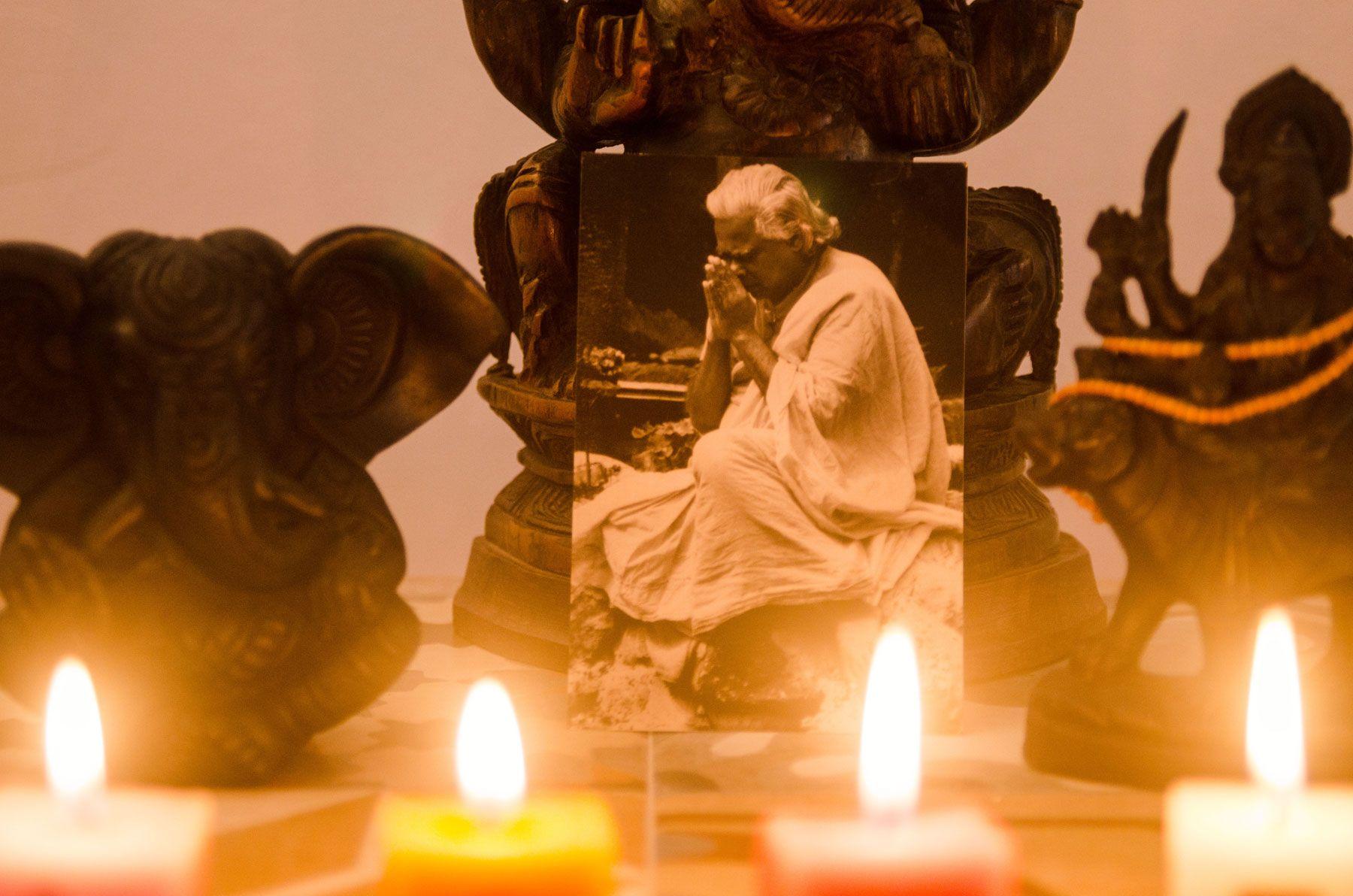 Yoga a luz de las velas en barcelona
